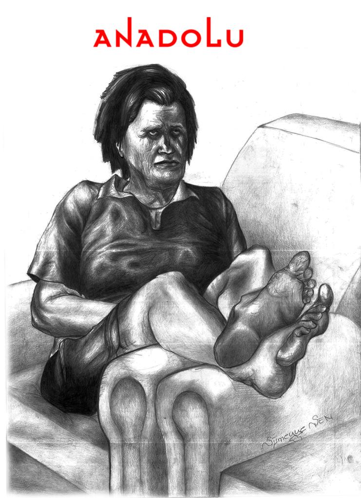 Karakalem Koltukta Ayaklarını Uzatan Yaşlı Kadın Çizimi Ankara