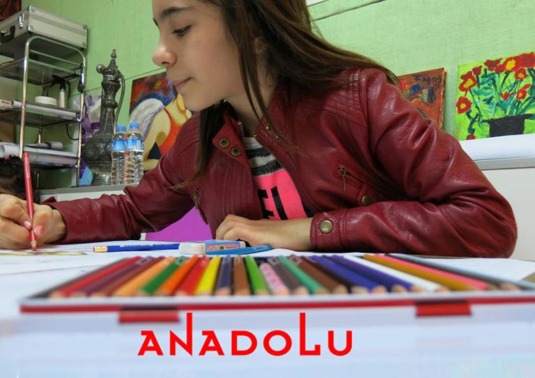 Kuru Boya Çalışması Yapan Öğrenci Görseli Ankara